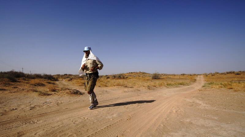 Kyzyl Kum photo of runner traversing a sandy desert track.